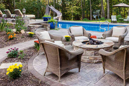 How To Create a Relaxing Pool Lounge Area